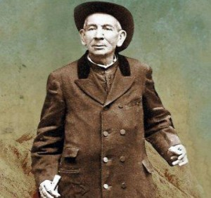 Foto de un cura que muríó en 1914 on su pueblo, a pesar de que estaba enfermo y leproso.
