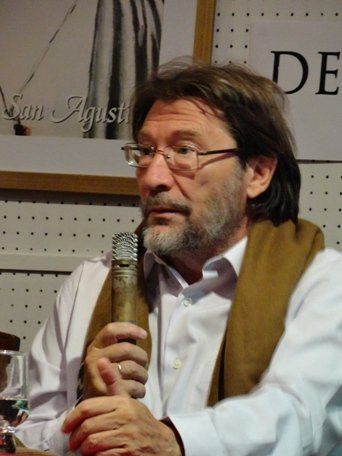 Carlos Díaz, de quien José Antonio Benito ha escrito: Se trata del filósofo vivo más prolífico del mundo y con la mente lúcida, el corazón ardiente y los dedos a punto de tecla en pleno ejercicio