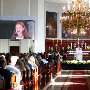 Habla Lisbel en el encuentro con los jóvenes de Estonia