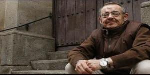 Diego Neria Lejárraga, en la escalera de la iglesia de San Esteban, en Plasencia. :: andy solé