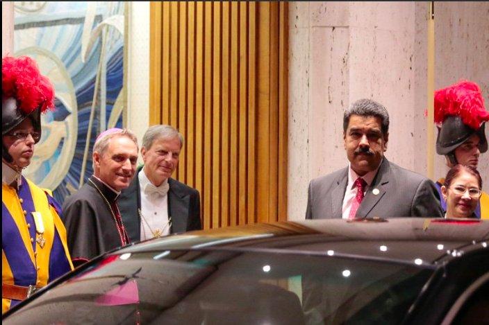 Maduro recibido en el Vaticano por el Jefe le casa Pontificia y secretario de Bendicto, George Gänswein. Religión Digital, 24-10, noche.