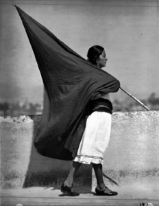 mujer_bandera_negra-1